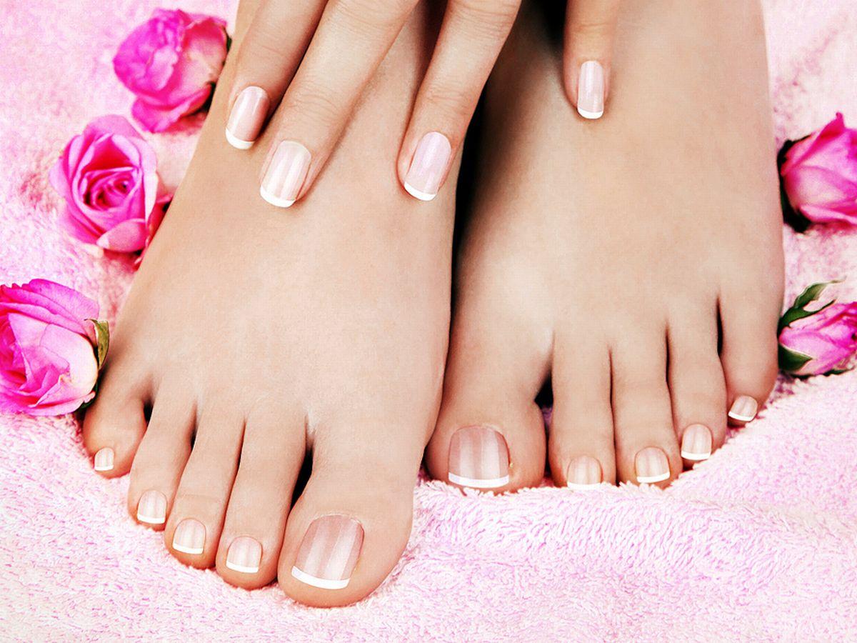 Skincare-of-a-beauty-female-feet