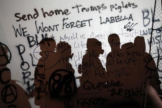 العبارات على الحوائط