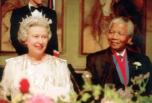 مانديلا مع الملكة اليزابيث