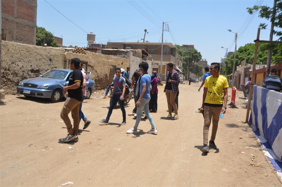 طلاب الثانوية بالأقصر يتوافدون على اللجان وسط تنظيم وتشديد أمنى  (6)