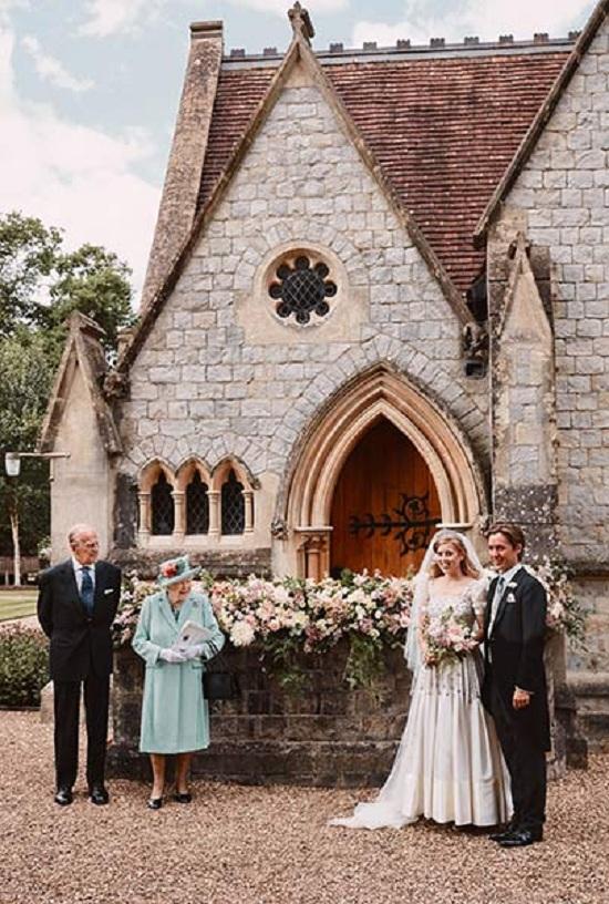 فستان زفاف الأميرة بياتريس