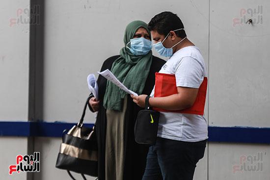 الام مع ابنها قبل الامتحان