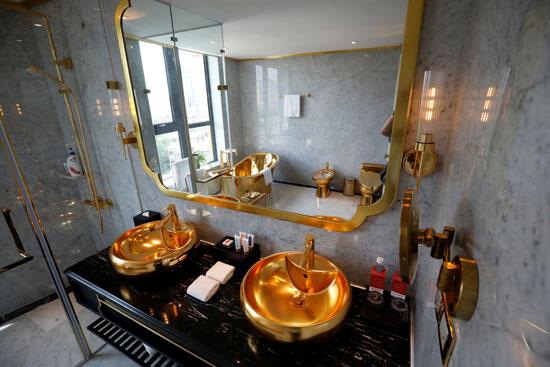 حمام فخم من الذهب