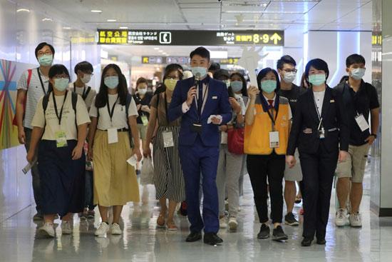 العاملون فى المطار