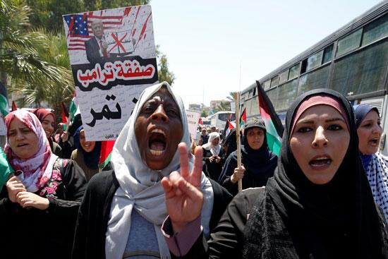هتافات ولافتات خلال مشاركة السيدات فى مظاهرات فلسطين ضد خطة الاحتلال بضم مناطق من الضفة الغربية