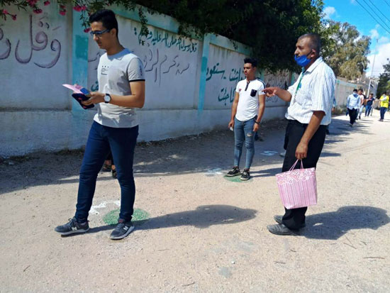 طلاب الثانوية العامة فى لجان الامتحانات بالمحافظات بالكمامة والقفاز  (18)