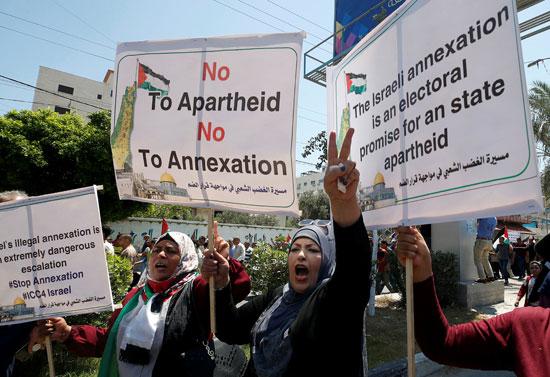 مشاركة نسائية فى تظاهرات قطاع غزة ضد خطة الاحتلال لضم مناطق من الضفة الغربية