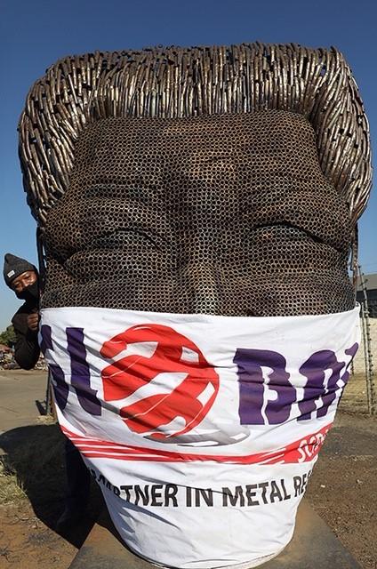 تمثال نيلسون مانديلا