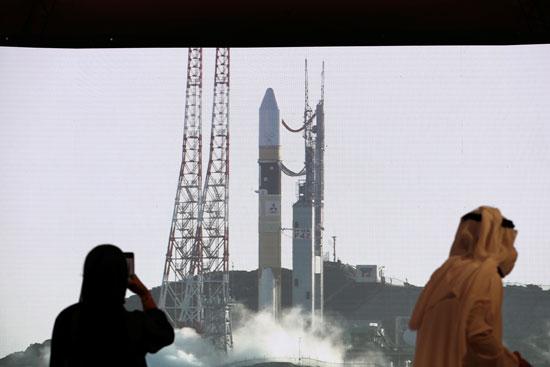 لحظة خروج الصاروخ من منصة الاطلاق