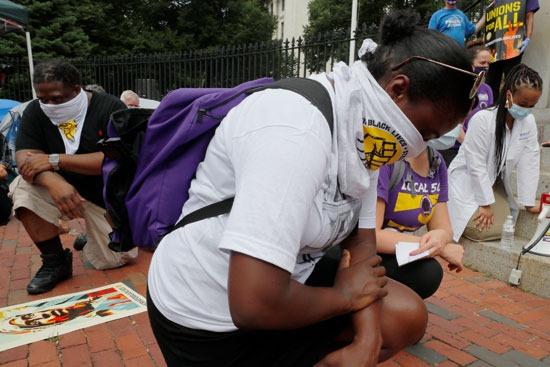 لحظة صمت خلال إضراب على مستوى البلاد لحياة السود