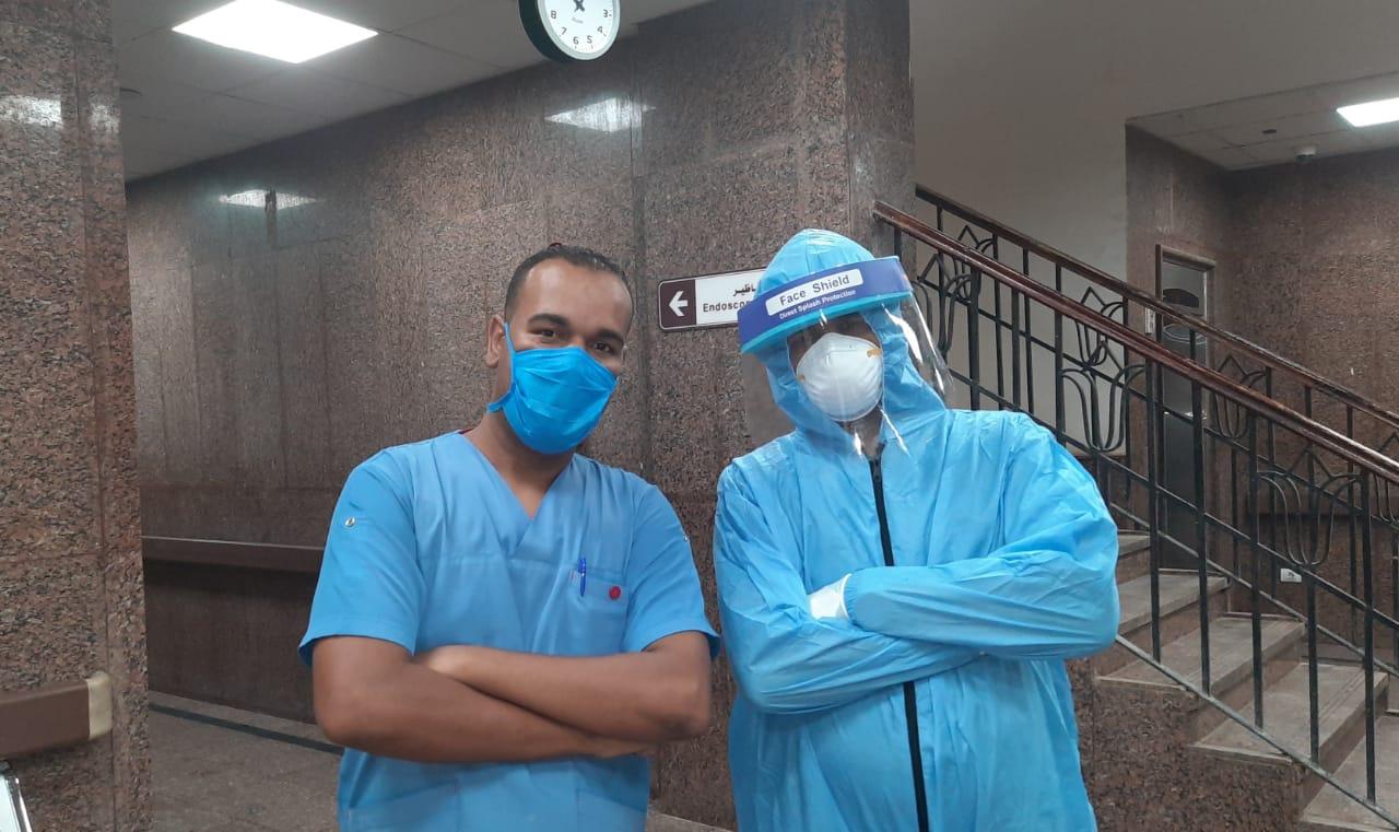 عملية جراحية جديدة لمصاب بفيروس كورونا داخل مستشفى الأقصر العام (4)