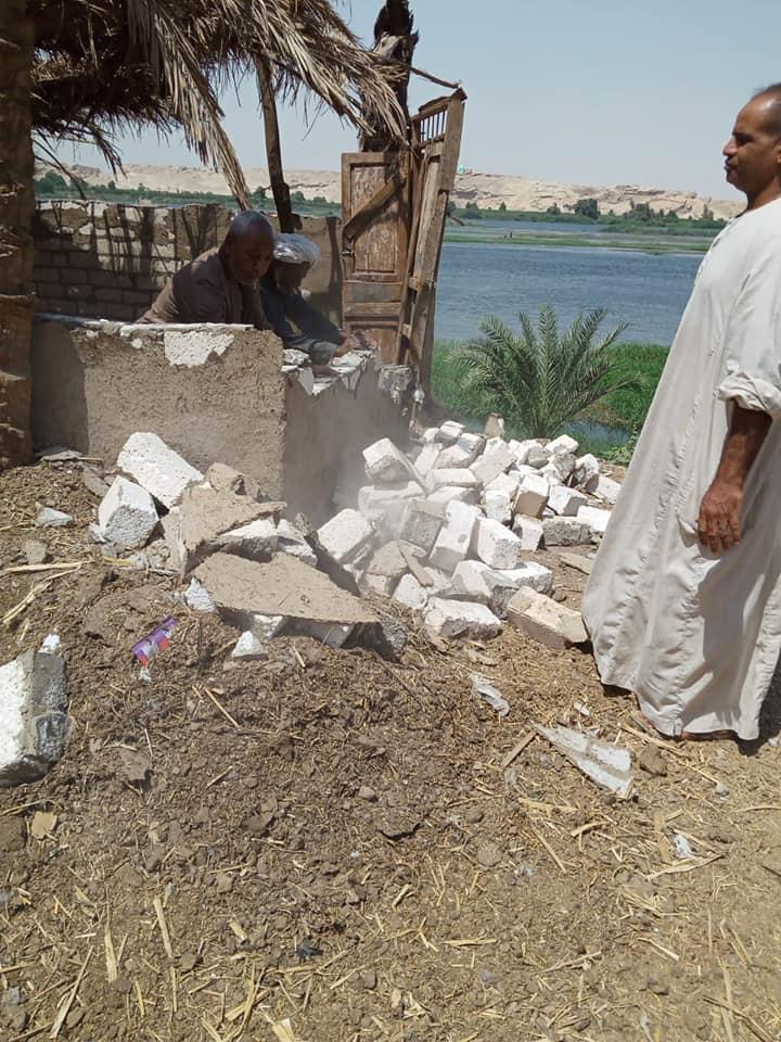 إزالة 31 حالة تعد تشمل مبانى وأسوار على حرم نهر النيل فى الأقصر (2)