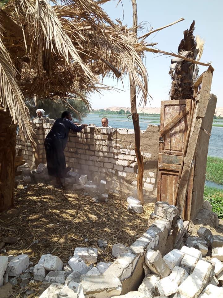 إزالة 31 حالة تعد تشمل مبانى وأسوار على حرم نهر النيل فى الأقصر (3)