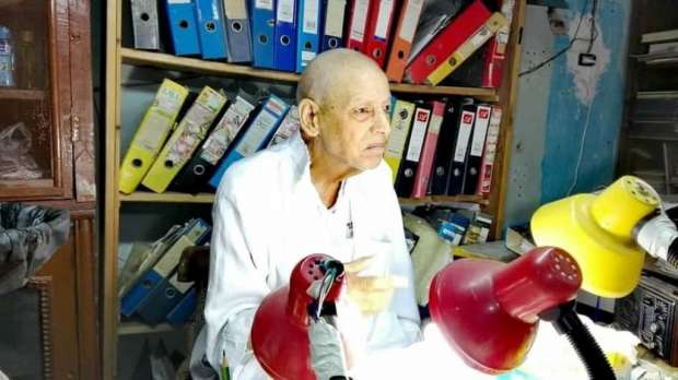 العميد الحسيني أبو عرب أثناء تواجده بجمعيته الخيرية