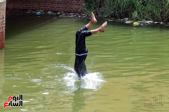 السباحة في الترعة