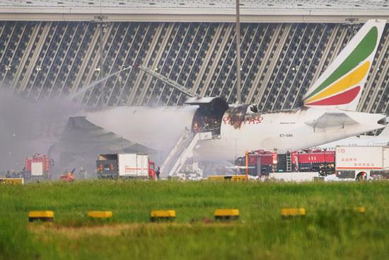 اشتعال النيران فى الطائرة