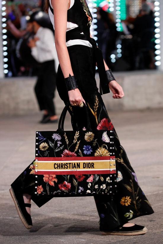حقيبة مميزة من ديور