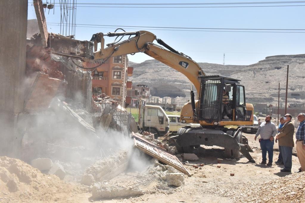 إزالة لمخالفات بناء وتعديات على أراضي زراعية (1)
