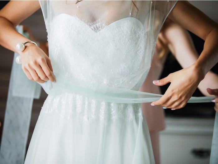 قياس فستان الزفاف