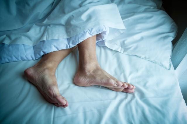 اسباب تشنج الساقين اثناء النوم