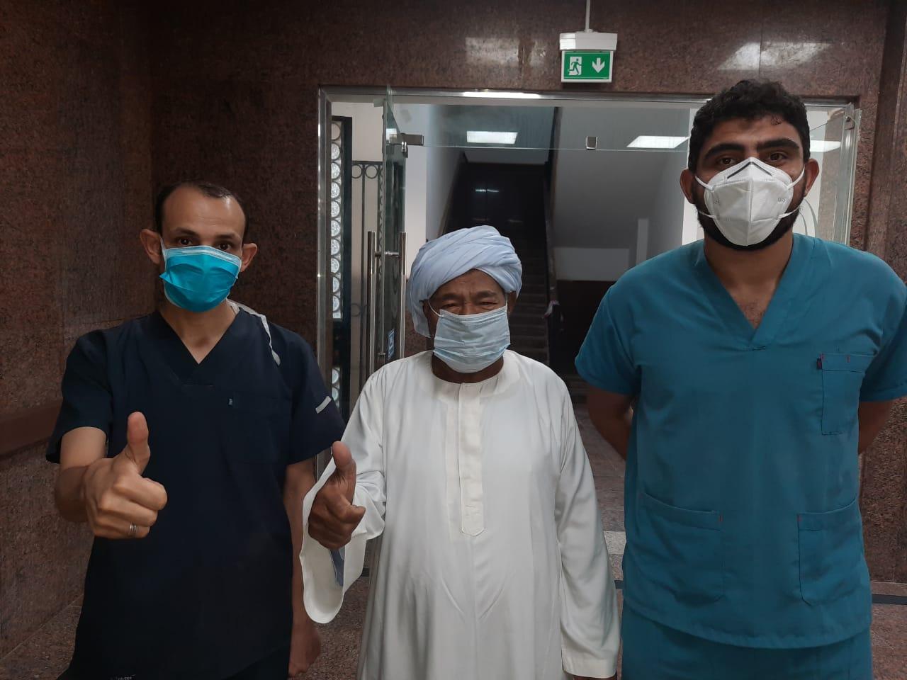 شفاء 3 حالات من كورونا بمستشفى الأقصر العام (2)