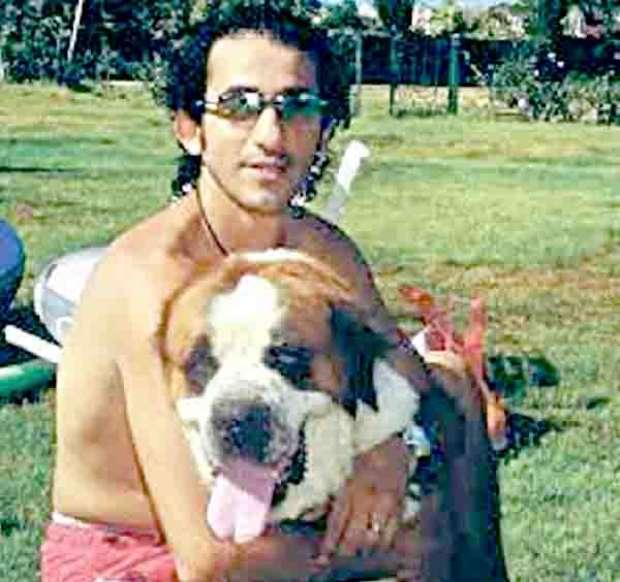 أحمد حلمي مع كلبه