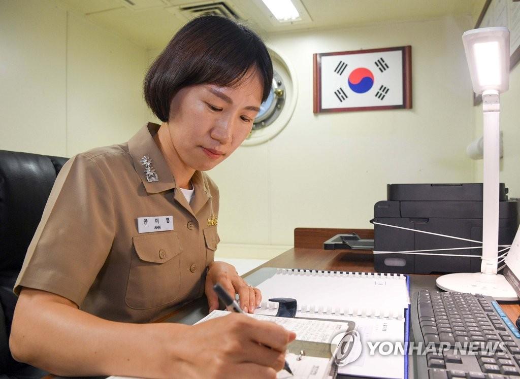 المقدم الكورية الجنوبية آن مى-يونج (4)
