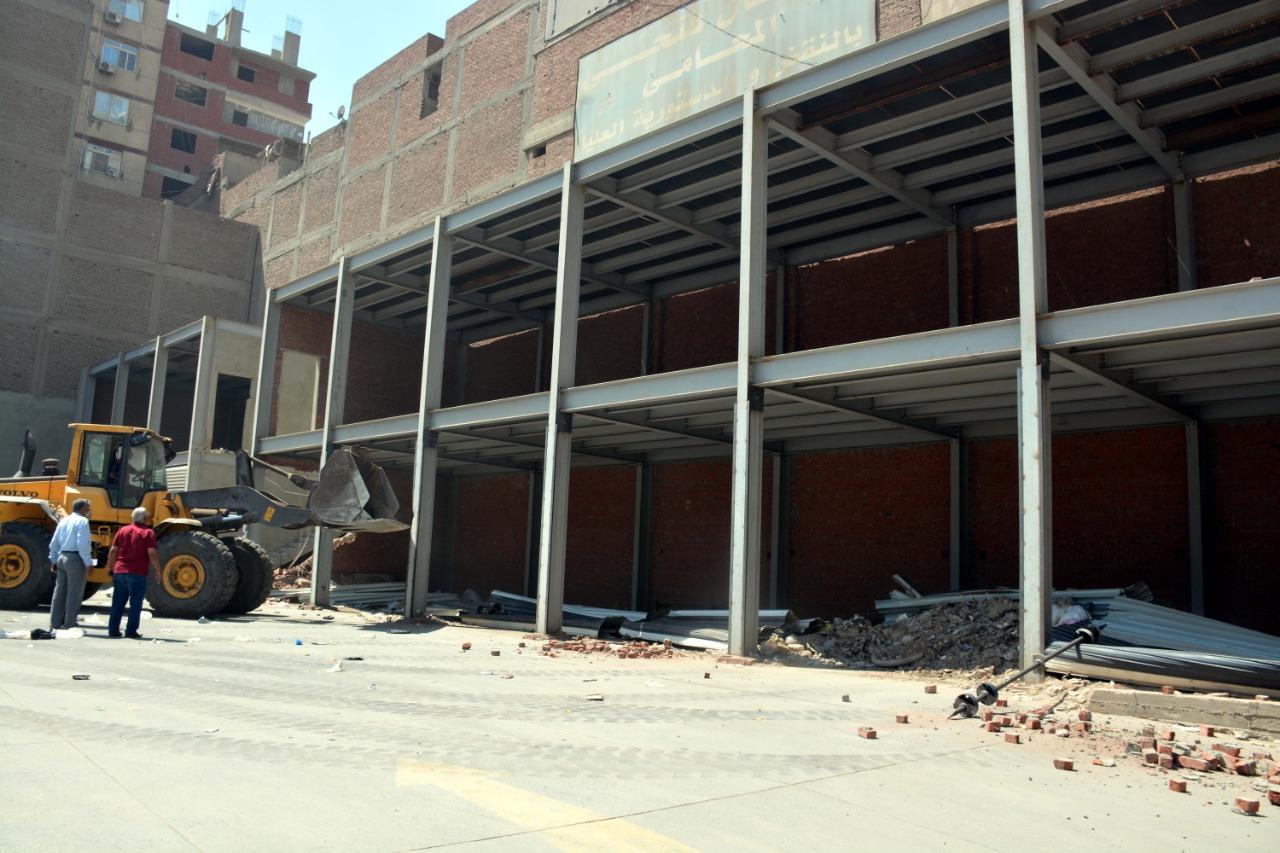 محافظ القليوبية يتابع حملة الإزالة للمبنى المخالف