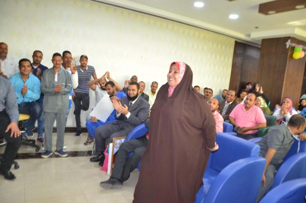 فاطمة كرم عبد الظاهر مسئولة العينات وتحليل الـPCR بطلة الأرقام القياسية  (3)