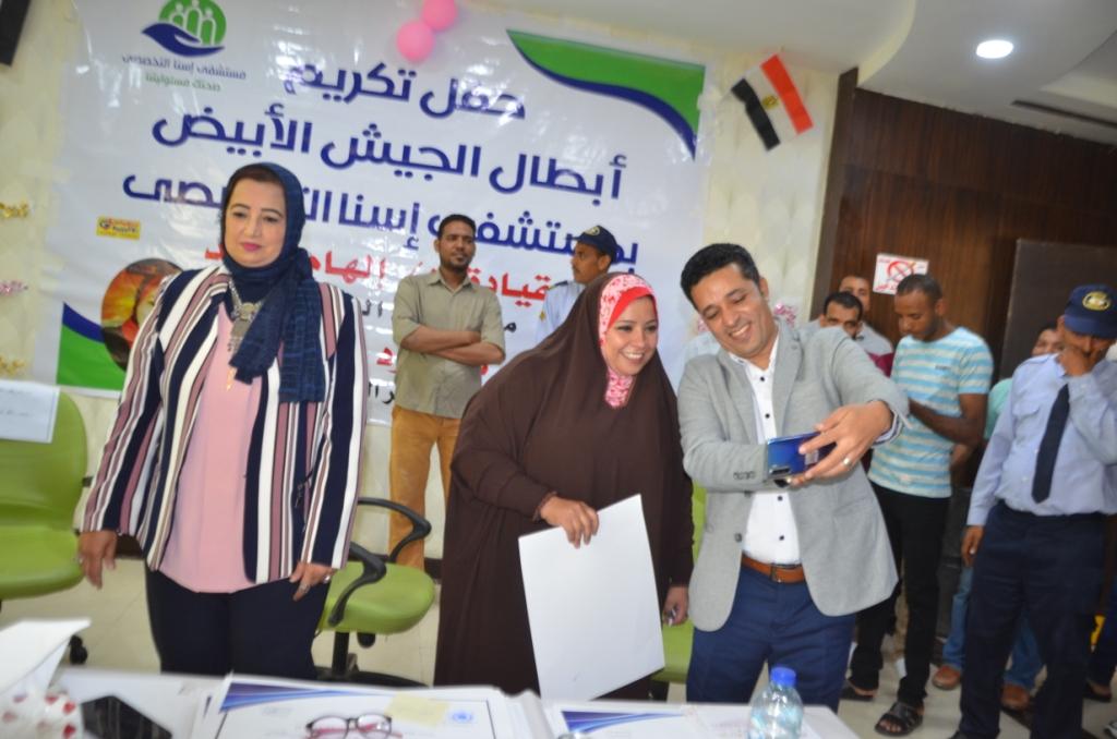 فاطمة كرم عبد الظاهر مسئولة العينات وتحليل الـPCR بطلة الأرقام القياسية  (11)