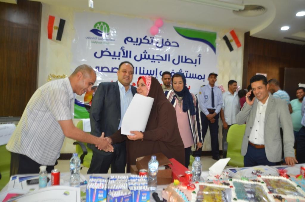 فاطمة كرم عبد الظاهر مسئولة العينات وتحليل الـPCR بطلة الأرقام القياسية  (10)