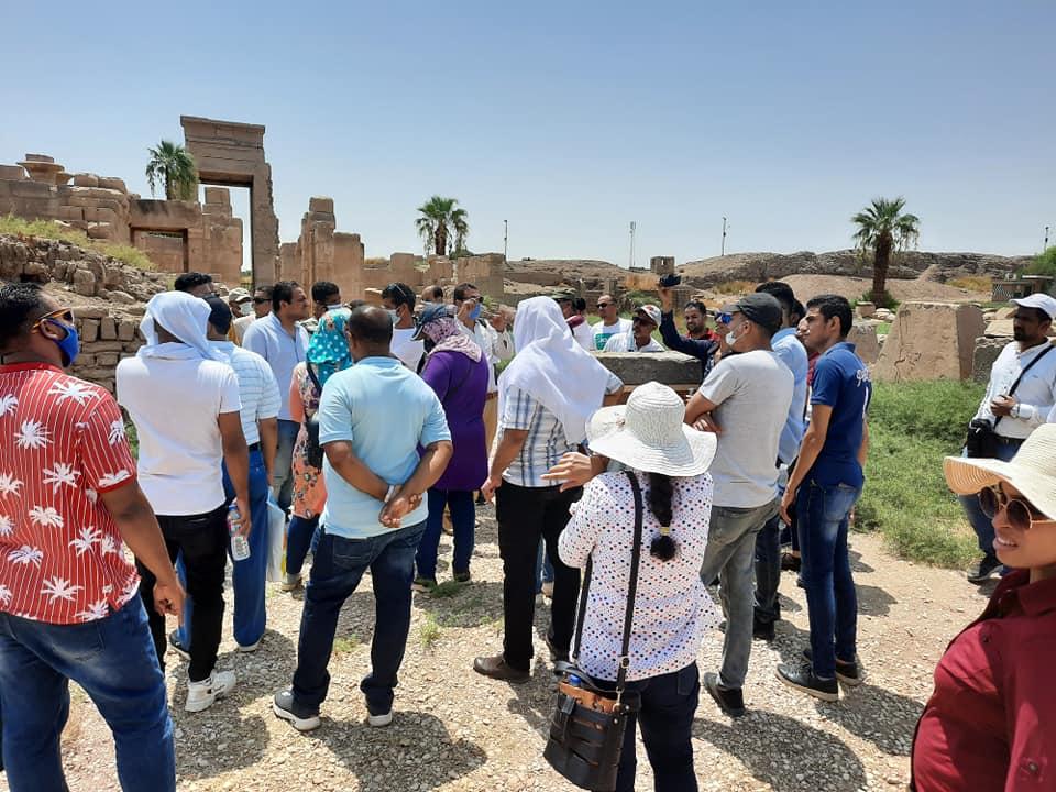 زيارة جديدة لمعابد الكرنك من المرشدين السياحيين لتنشيط السياحة  (1)