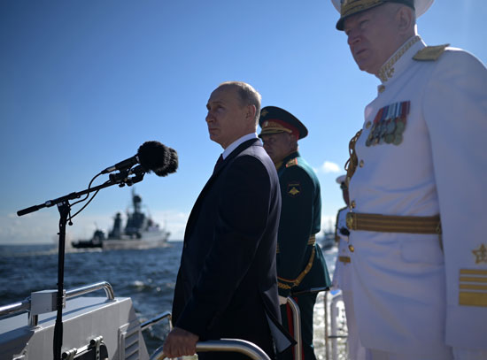 جانب من احتفال بوتين بعيد الأسطول البحري