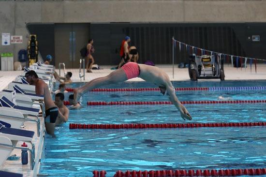 خلال تدريبات السباحة بمركز لندن