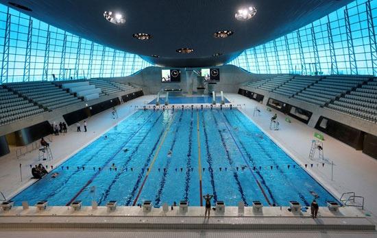 تدريبات السباحة فى مركز لندن للألعاب المائية