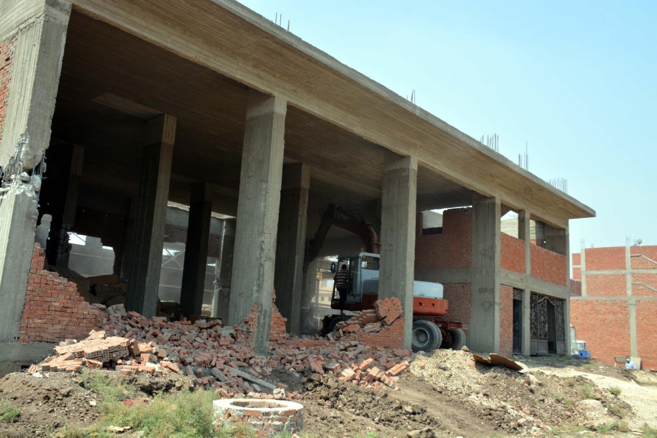 إزالة التعديات على مخالفات البناء