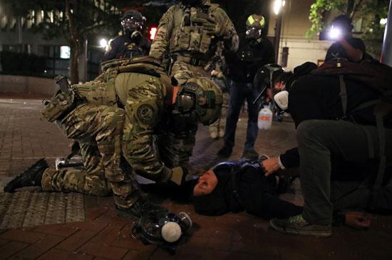 47917-متظاهرون-يتجمعون-خلال-احتجاج-ضد-عدم-المساواة-العرقية-وعنف-الشرطة-في-بورتلاند-(14)