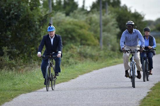 جونسون يشجع قيادة الدراجات بعد قرار الحكومة البريطانية