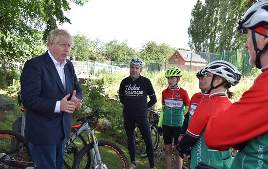كلمة جونسون لأعضاء نادي ركوب الدراجات