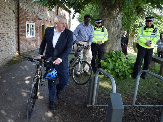 الجكومة البريطانية تنادي بركوب الدراجات وسط تفشي فيروس كورونا