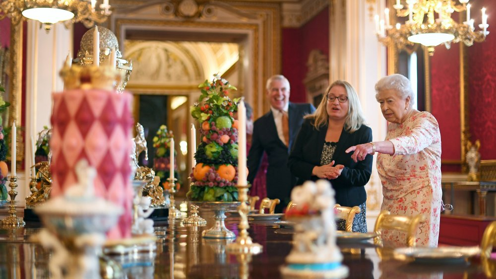 قواعد الطعام مع الملكة