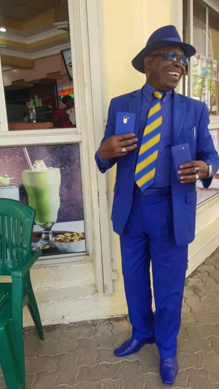 بدلة زرقاء