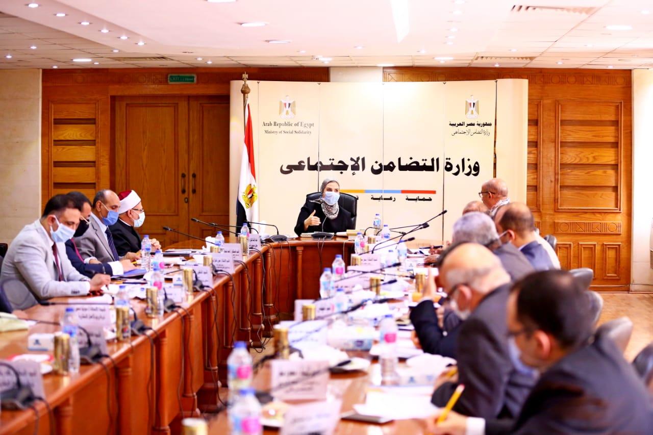 اجتماع وزيرة التضامن (2)
