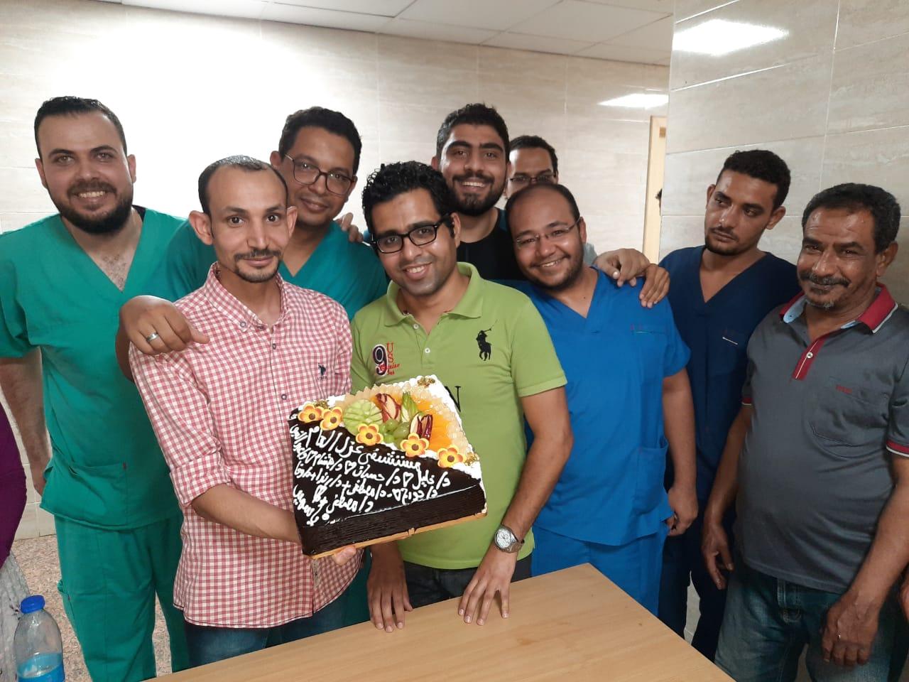 مستشفي الأقصر العام تحتفل بإنتهاء عمل الفريق الرابع للعزل الصحى  (6)