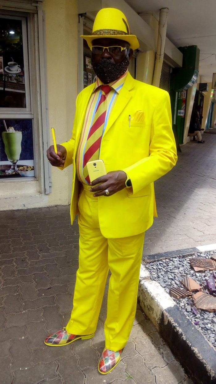 بدلة صفراء