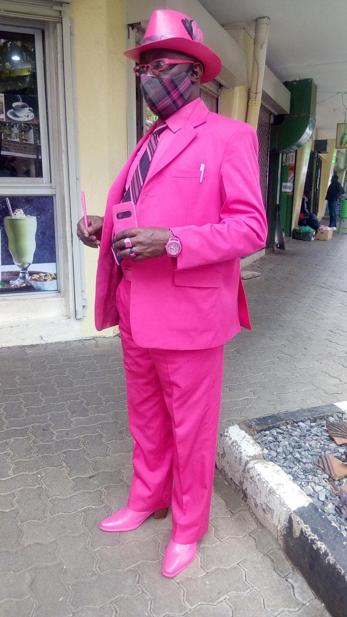 اللون الوردي
