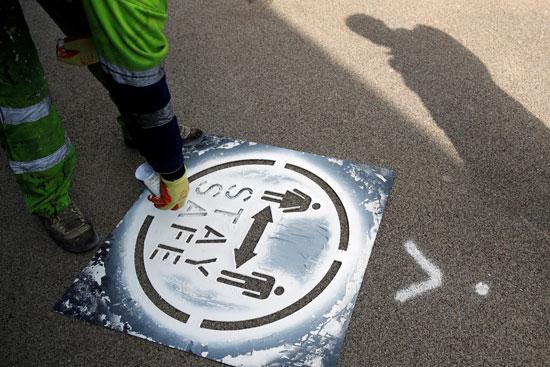 رسم علامات التباعد على الأرض