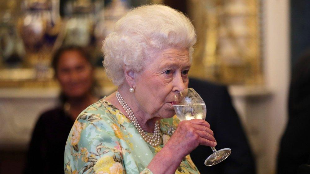 بروتوكول العشاء مع الملكة