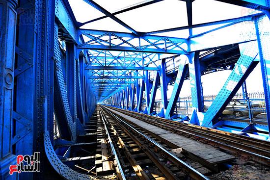 سكة القطار على كوبرى امبابة