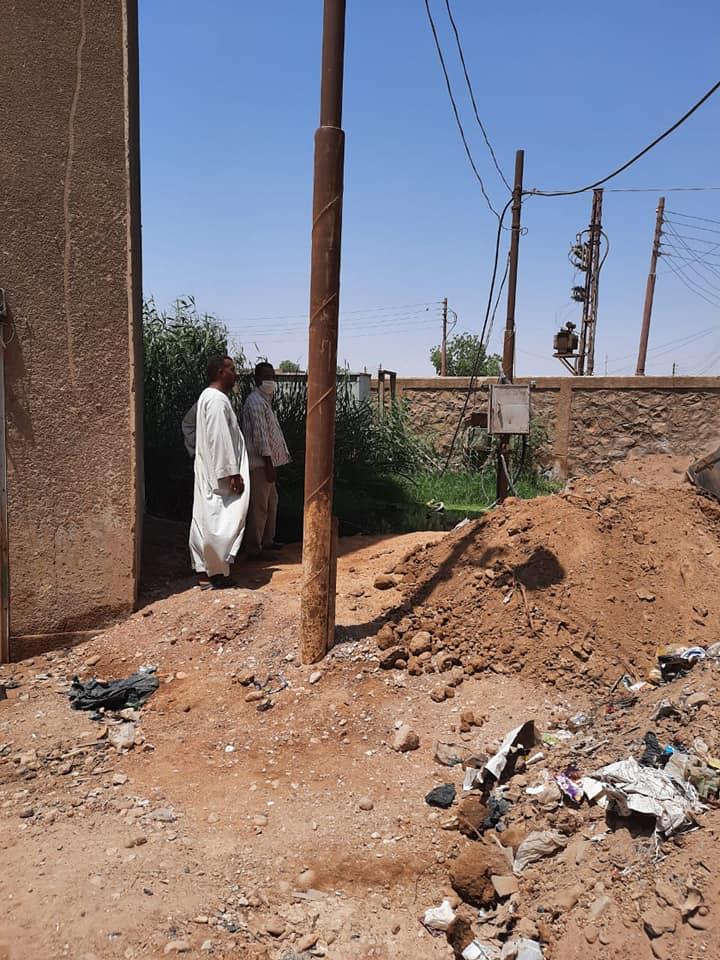 ردم البرك واستمرار اعمال النظافة بادفو باسوان   (2)